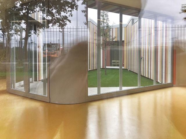 Grandi vetrate per la nuova scuola di Cernusco sul Naviglio