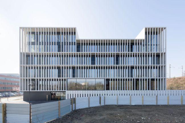 Ogni facciata del nuovo quartier generale di IDF Habitat è autonoma