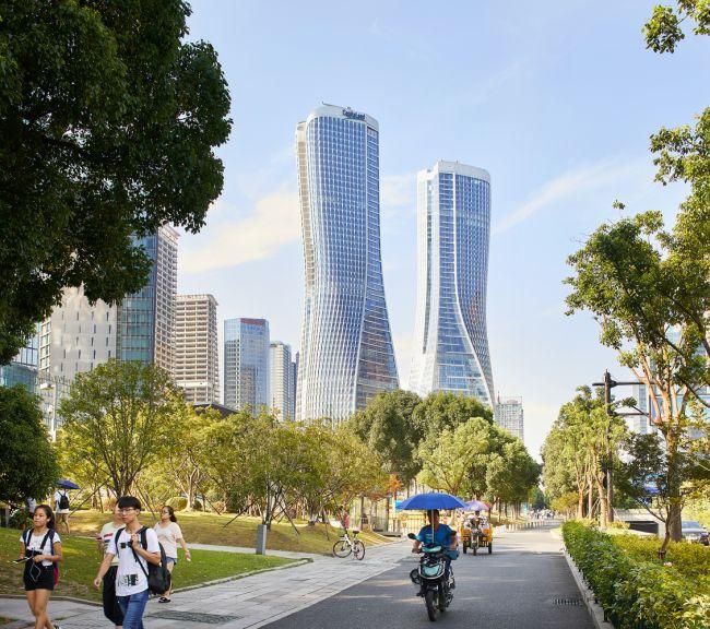 UNStudio ha progettato le due avveniristiche torri Raffles City nella città di Hangzou.