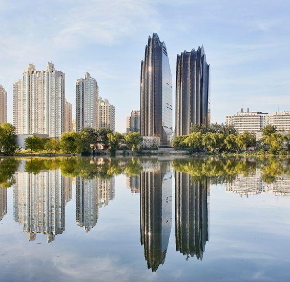 Nuovo futuristico complesso architettonico in Cina Chaoyang Park Plaza
