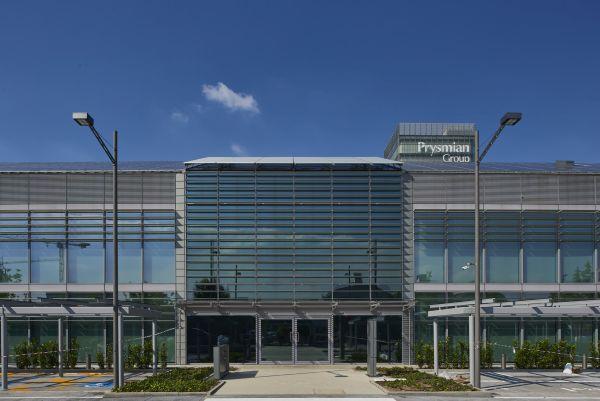 La facciata principale dell'headquarters Prysmian Group