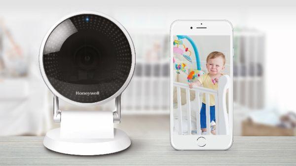 La telecamera di sicurezza Lyric C2 WI-FI riconosce il pianto di un bambino