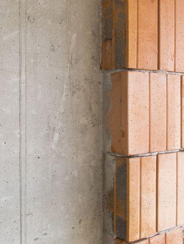 Un particolare del cantiere del nuovo progetto in via Chieti a Milano con i blocchi  blocchi  NORMABLOK  PIÙ  S40  HP