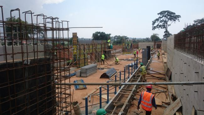 Sistema di schermatura solare per l'ospedale in Uganda di Emergency