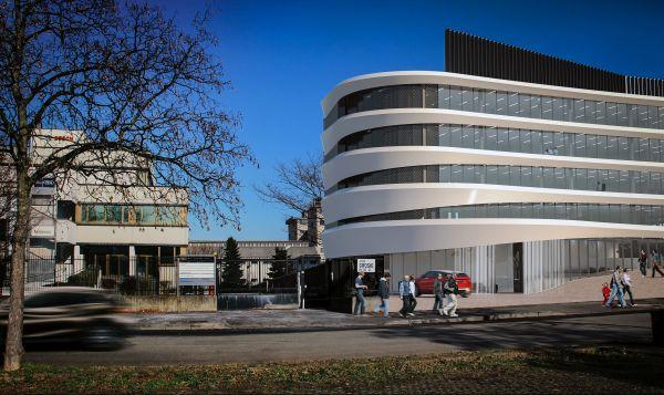 Bianco e grigio caratterizzano il progetto Arcadia di Milano