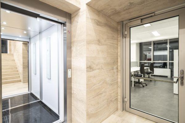 Nuovo ascensore per gli uffici dell'Enav a Roma