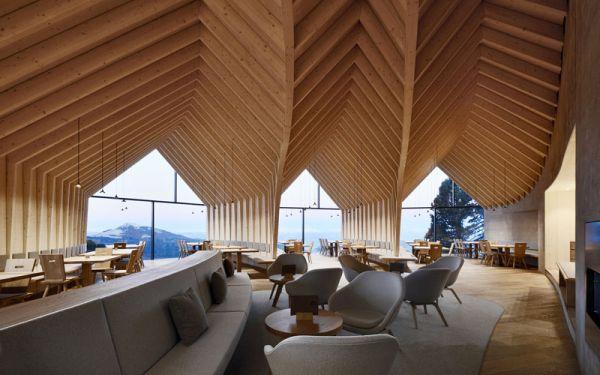 Il legno caratterizza il rifugio eco-sostenibile Oberholz