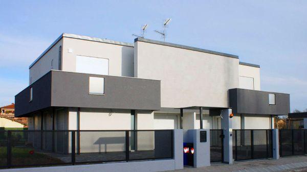 A carpi realizzato un edificio bioecologico NZEB con la soluzione monoblocco Roverblock per i fori finestra