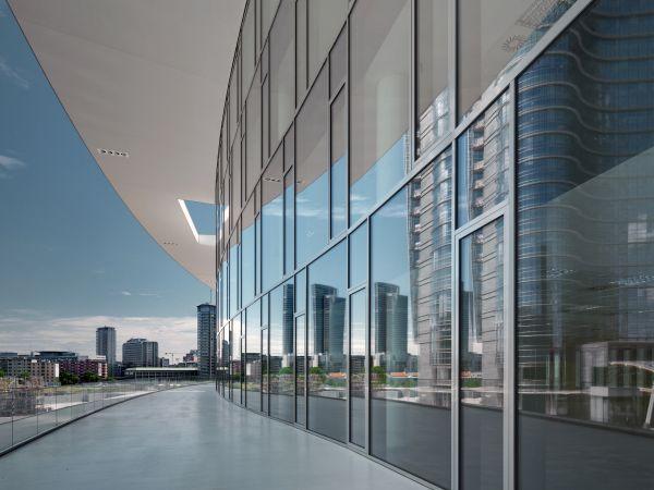 I vetri caratterizzano il progetto di Porta Nuova Building di Milano
