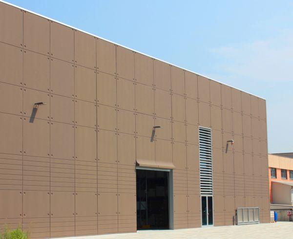 La copertura di facciata che resiste ai raggi UV