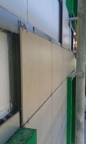 Sistema isolante Isotec Parete per l'isolamento termico di un edificio universitario
