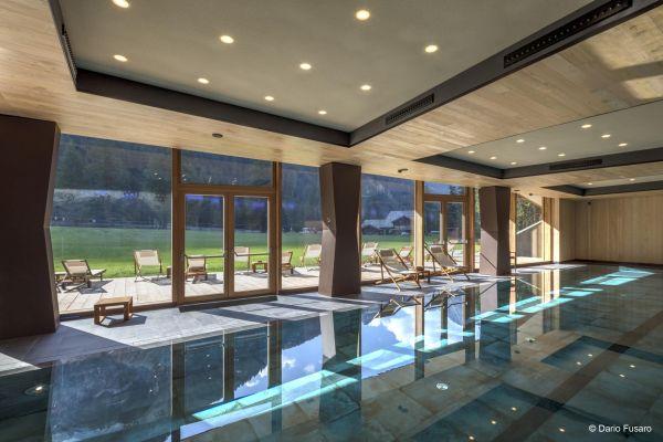 La bellissima piscina dell'albergo CampZero di Champoluc