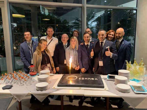 Inaugurazione nuova sede sonnen a Bergamo con tutto il team