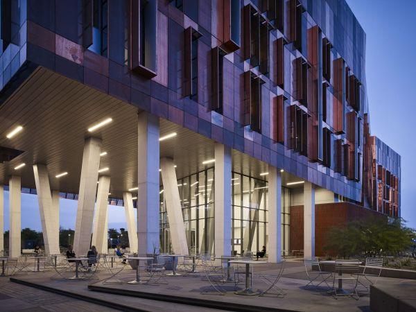 La piazza esterna del nuovo campus dell'Università dell'Arizona