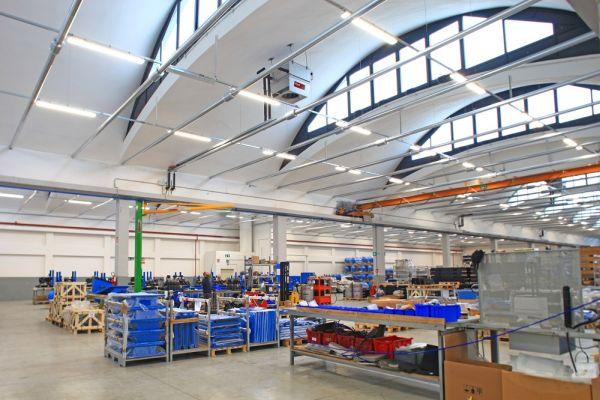 Turbodiffusori Hoval per altezze elevate per la riqualificazione del magazzino di KTC