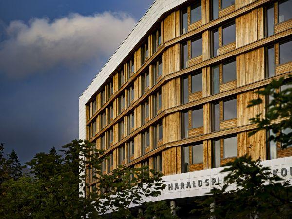La facciata esterna del nuovo padiglione dell'ospedale Haraldsplass di Bergen in Norvegia
