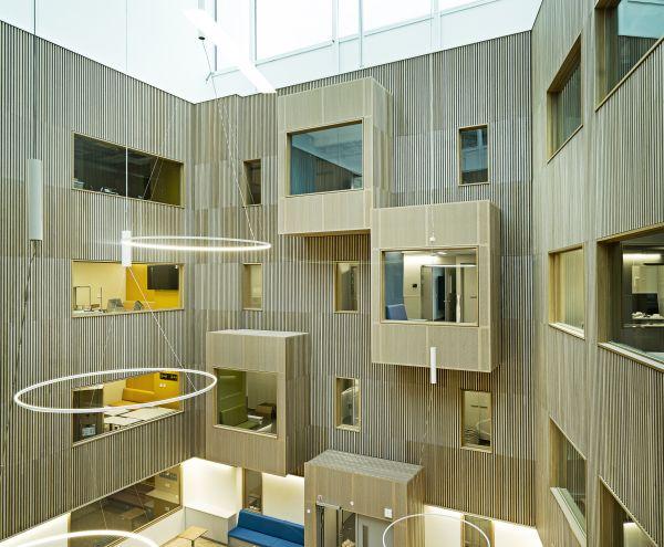 Le facciate sull'atrio dell'ospedale Haraldsplass di Bergen in Norvegia