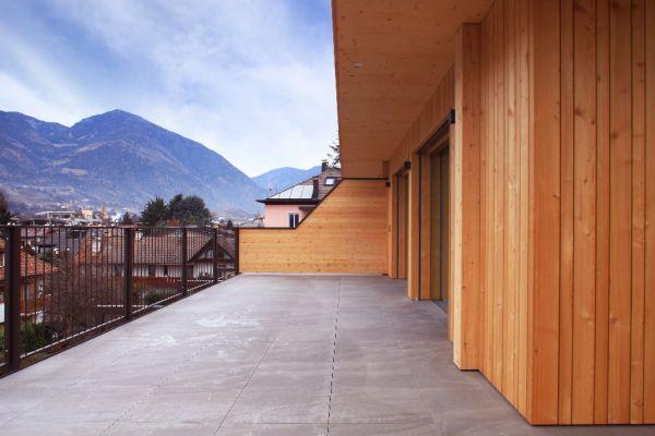 Il legno è l'elemento predominante del nuovo residence di Bressanone ad alta efficienza