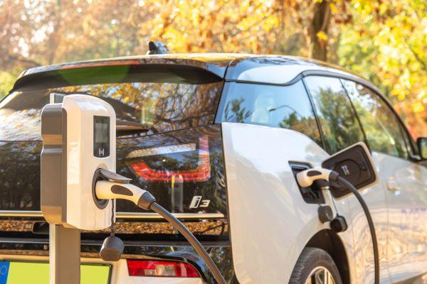 Nuove colonnine di ricarica per auto elettriche EVE MINI a Ecohouse 2019