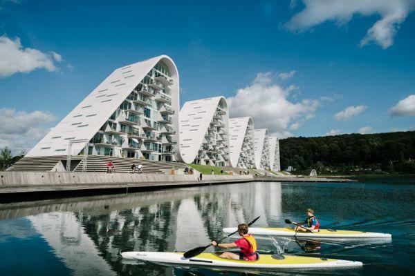 The Wave: il condominio a forma di onda che omaggia il paesaggio danese