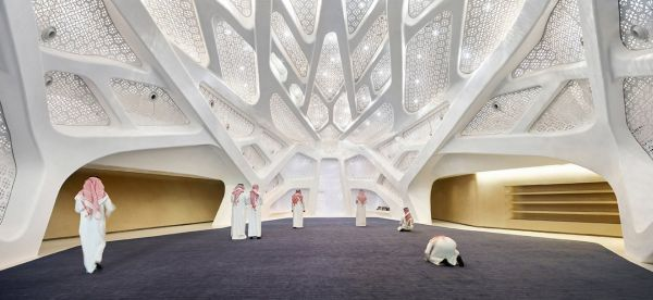 Interno del KAPSARC: centro di ricerca certificato LEED a Riyad