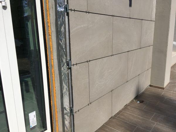 Isotec Parete di Brianza Plastica per l'isolamento delle facciate ventilate della scuola Dossobuono