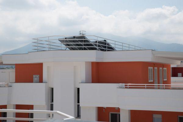 Nuovo complesso residenziale a Napoli, vista del tetto con fotovoltaico