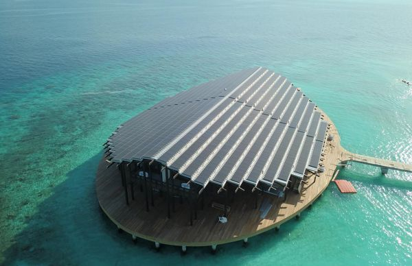 Il grande tetto fotovoltaico del Kudadoo Maldives Private Resort
