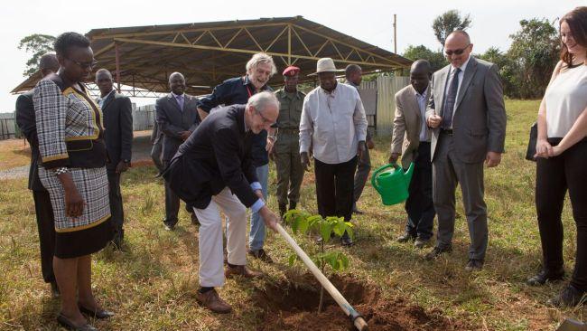 Gino Strada e Renzo Piano, posa prima pietra ospedale emergency in Uganda