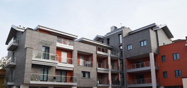 Isotec di Brianza Plastica per l'isolamento termico di facciata e tetto di un edificio a Pinerolo