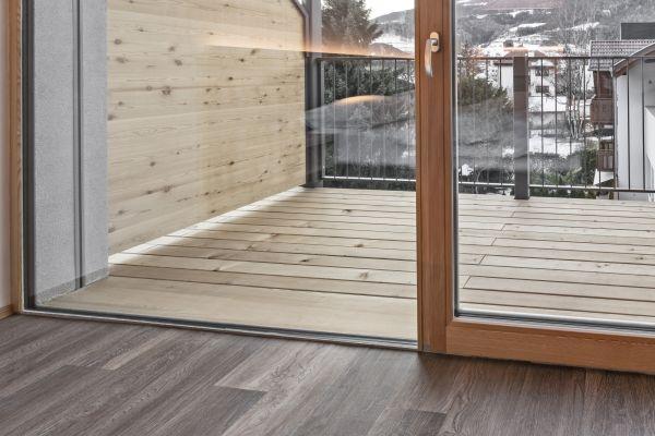 I serramenti in legno del residence Nives a Bressanone