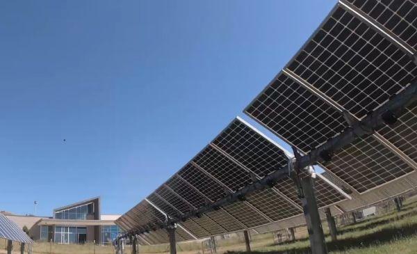 Più energia da moduli fotovoltaici bifacciali