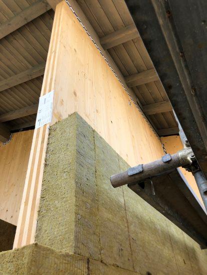 Lana di roccia Rockwool per l'isolamento di un edificio sostenibile in legno
