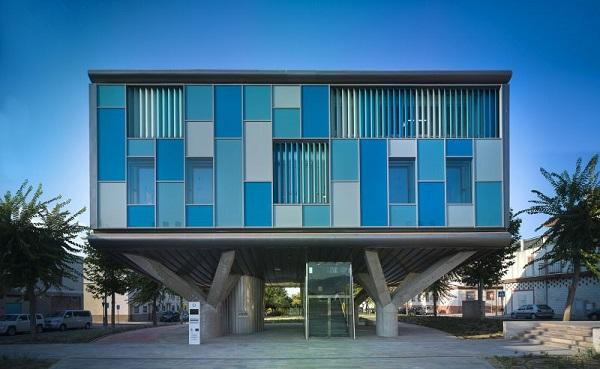 CSI-IDEA Building, facciata sul retro con disegni geometrici