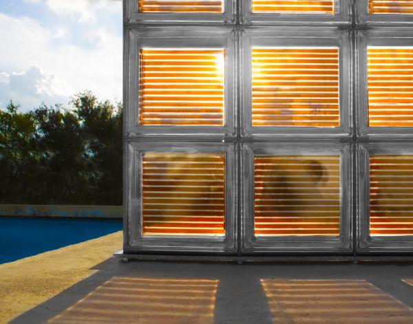 Vetromattone con celle solari integrate centro porte e finestre - Finestre con pannelli solari ...