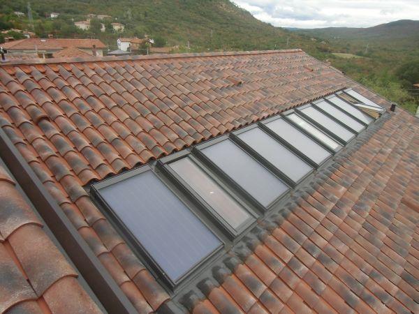 Finestre da tetto abbinate a collettori solari termici per for Finestra da tetto