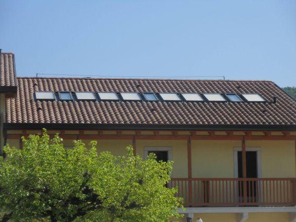 Finestre da tetto abbinate a collettori solari termici per - Finestre da tetto ...