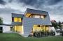 Abitare in una villa sostenibile e di design rivestita con scandole Prefa