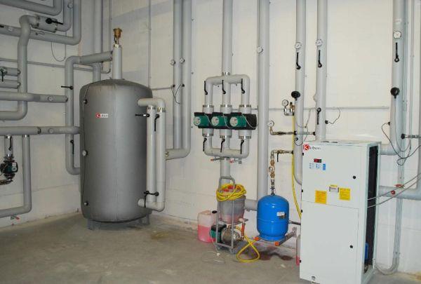 Impianto di solar cooling realizzato presso la sede kloben for Impianto di riscaldamento con pompa di calore