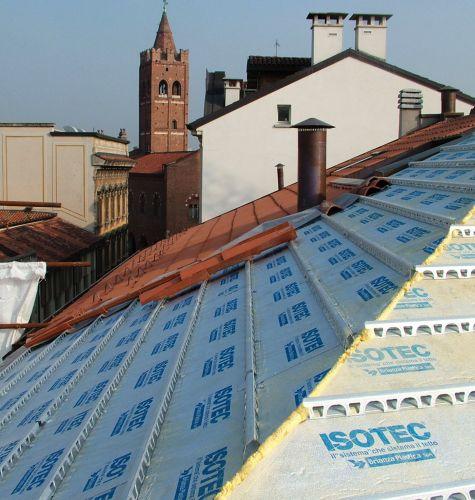 Brianza plastica i plus del poliuretano nell 39 isolamento for Montaggio tetto in legno ventilato