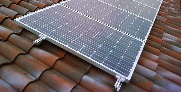 S a pannelli fotovoltaici per singola abitazione in tetto for Pannelli solari immagini