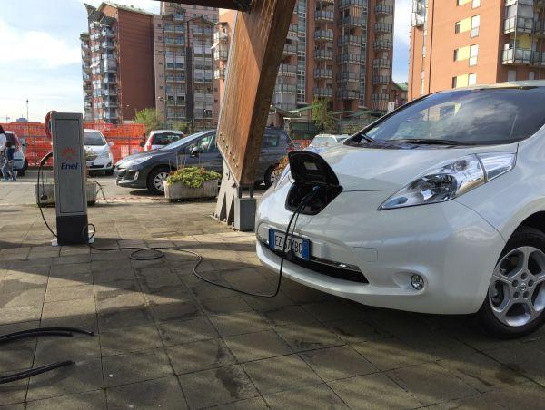 Pannello Solare Per Ricaricare Auto Elettrica : Sistema innovativo per ricaricare l auto elettrica