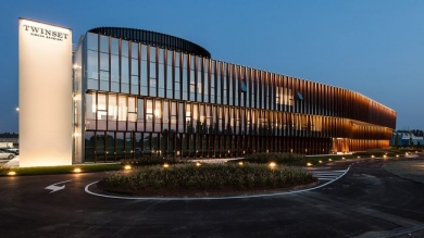 Nuova sede TWINSET sinuosa ed elegante, realizzata con sistemi di facciata Schueco