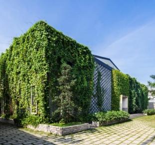 Desino eco factory, Fabbrica ecosostenibile e immersa nel verde