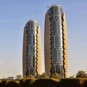 Al Bahar Towers, le torri di Abu Dhabi con facciata solare intelligente