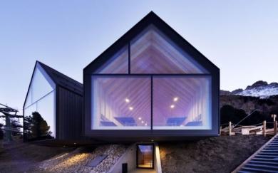 Architettura eco-sostenibile per il rifugio Oberholz