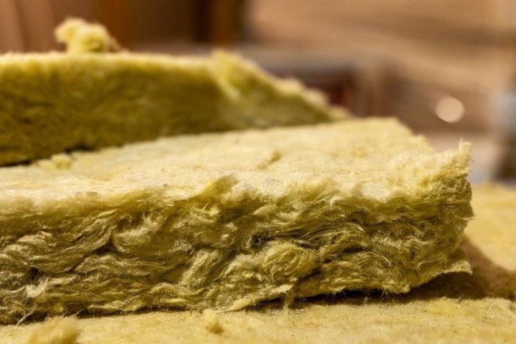 Materiali isolanti in fibra vegetale e in lana di legno
