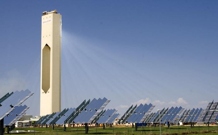 Centrale solare a specchi con torre centrale Solucar PS10