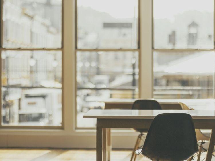 Efficienza edifici: Sostituzione del vetro esistente e manutenzione degli infissi