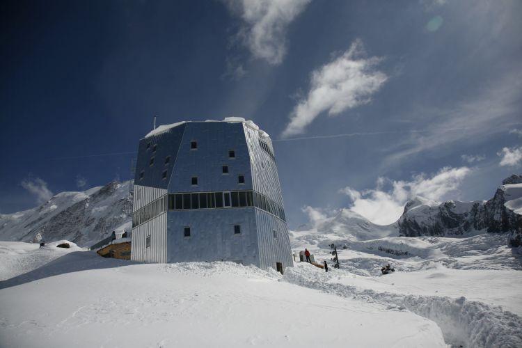 Rifugio ecosostenibile Monte Rosa Hutte